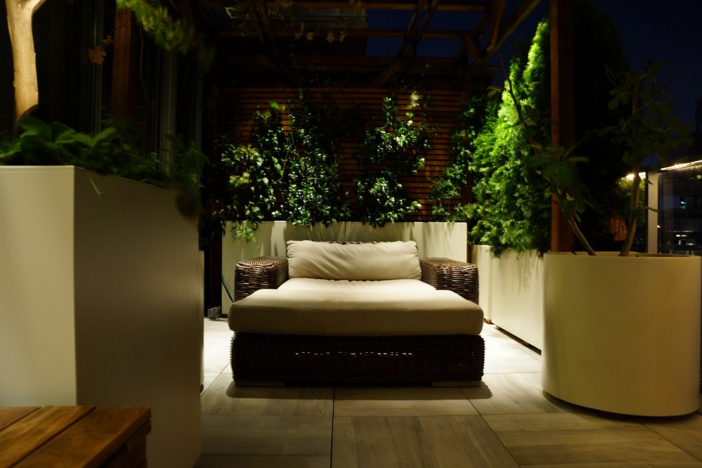 A nightime photograph of the lighting design of a rooftop terrace in Manhattan