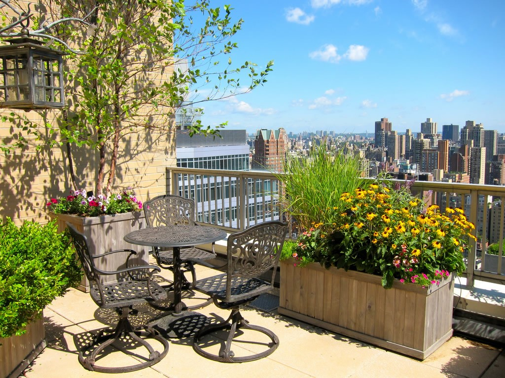A private garden terrace overlooking the skyline of New York City