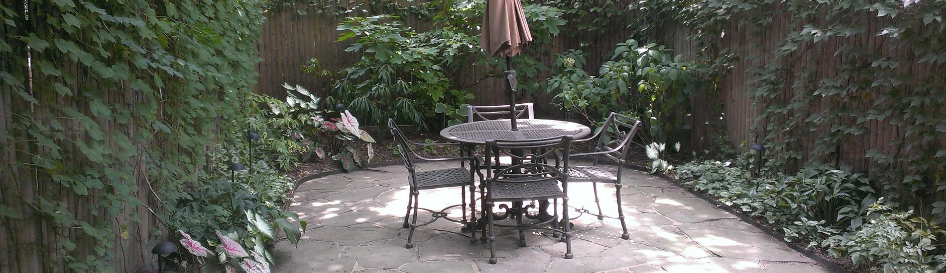 Irregular bluestone patio in Brooklyn